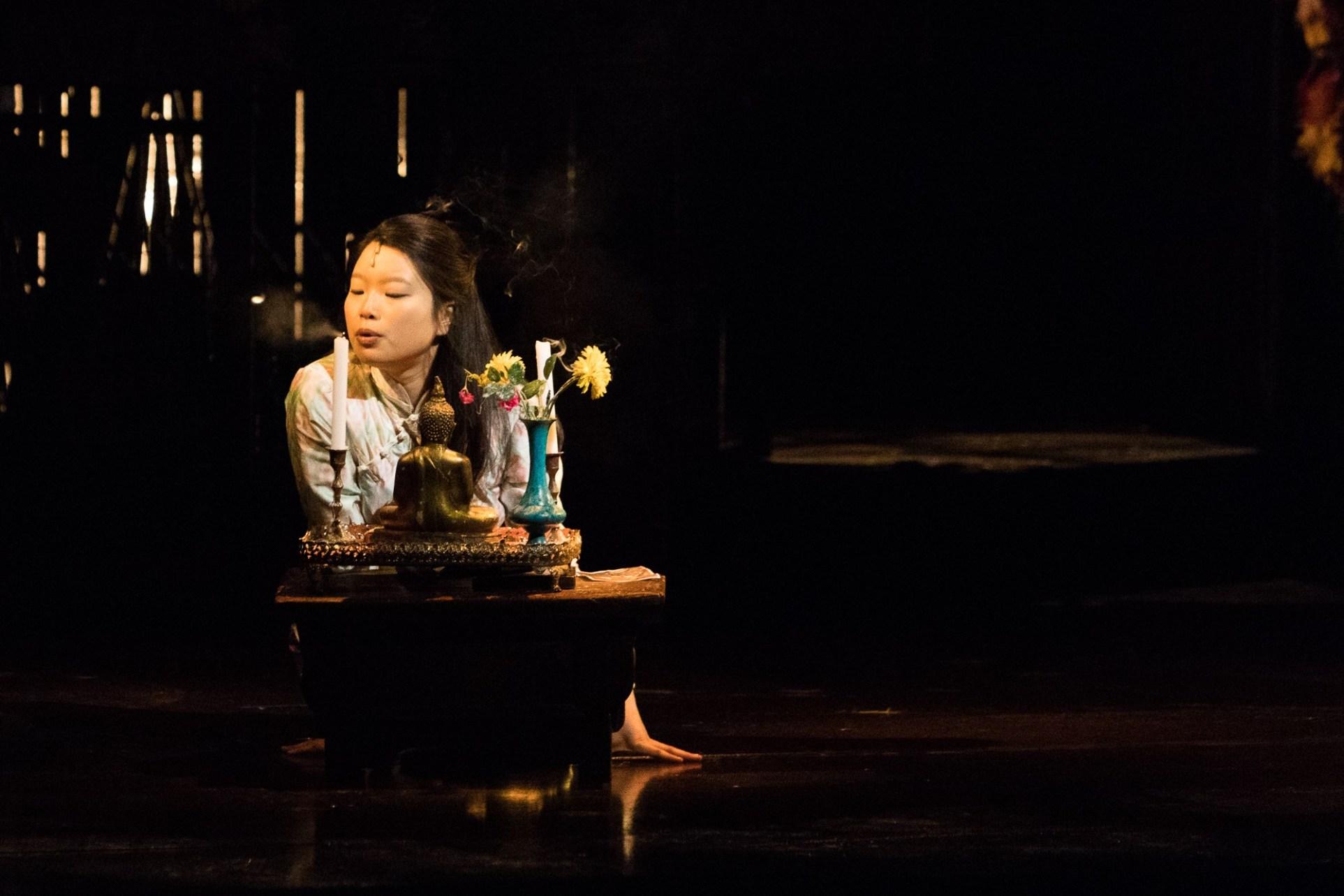 """Sooha Kim in """"Miss Saigon"""" Bild: Michelle BrŸgger"""