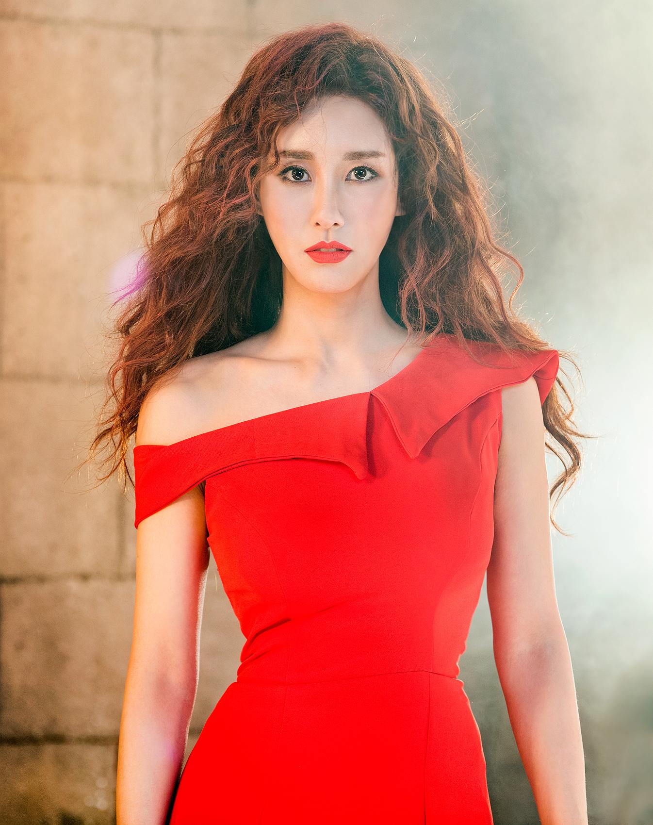 [지킬앤하이드] 컨셉사진_루시 역_윤공주(제공.오디컴퍼니)